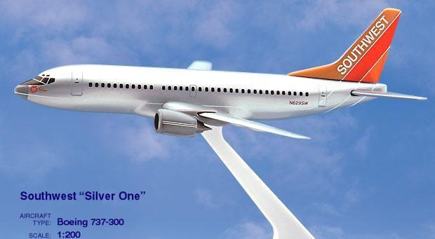 Long Prosper - 1/200 - Boeing 737 300 - Southwest Airlines SILVER ONE - 2073723